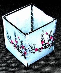 Suport de lumanare cu flori de prun - remediu Feng Shui